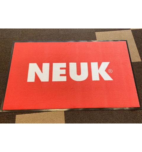 Logovou rohož pro firmu Neuk jsme dodávali v původní kvalitě 198 Logo Superior.