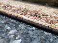 Běhoun Ruta krémová s tmavě hnědým obšitím. Za barvu originálního obšití neručíme, může být béžové či tmavě hnědé.